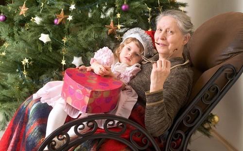 бабушка со внучкой
