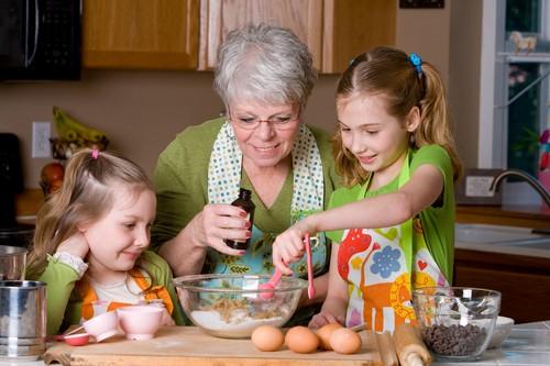 бабушка с двумя внучками