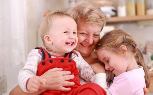 внуки с бабушкой